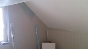 Plater lagt på 2 vegger og tak på hobby/soverom